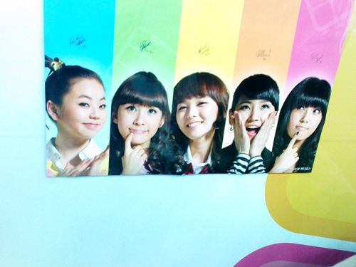 Wonder Girls Pizza Bingo Poster Close-Up