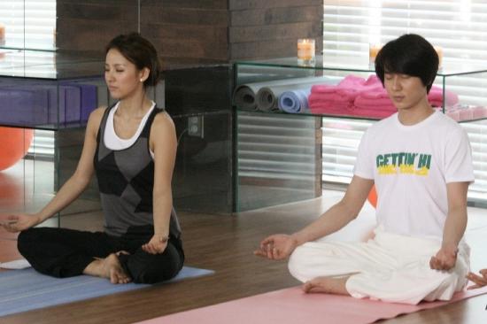 Lee Hyo Ri and Andy doing yoga