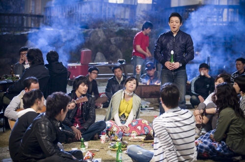 Jang Ki Joon belting out a love ballad for?