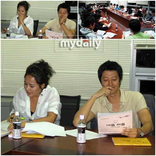 Kim Sun Ah and Lee Dong Gun rehearsing their lines
