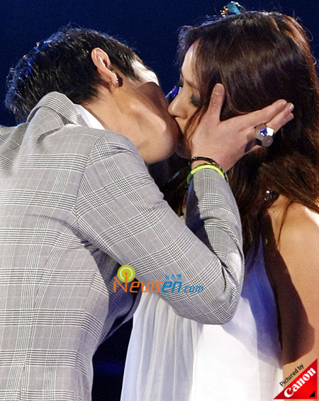 T.O.P. Kisses Lee Hyori