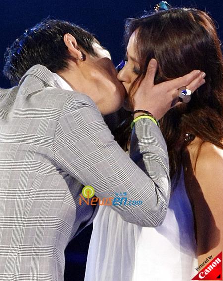 T.O.P. Kisses Lee Hyori