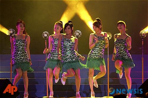 Wonder Girls Wowing in Singapore