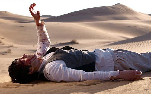 Bloodied So Ji Sup Lying on the Desert