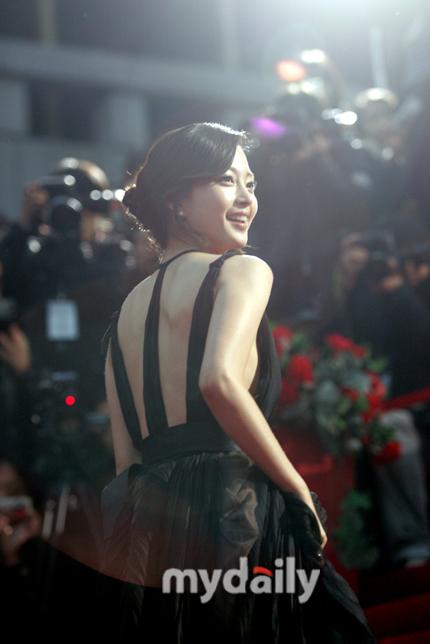 Han Ye Seul at 7th Korean Film Awards Red Carpet