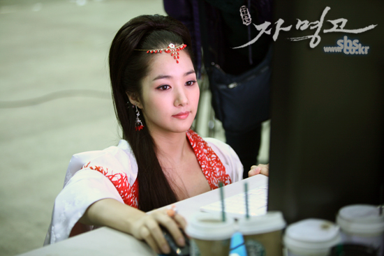 Park Min Young Surfing the Net?