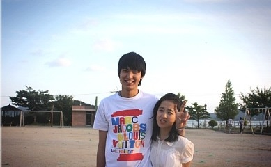 Awkward looking photo of Min Ho and Bo Young
